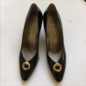 New Bruno Magli black pumps gold crest size 7AA